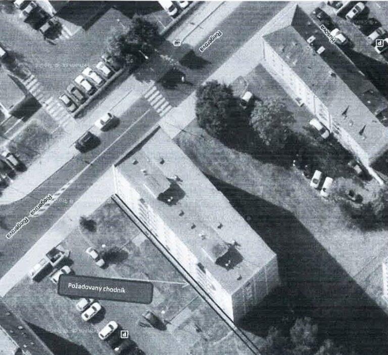 foto s vyznačením chodníku